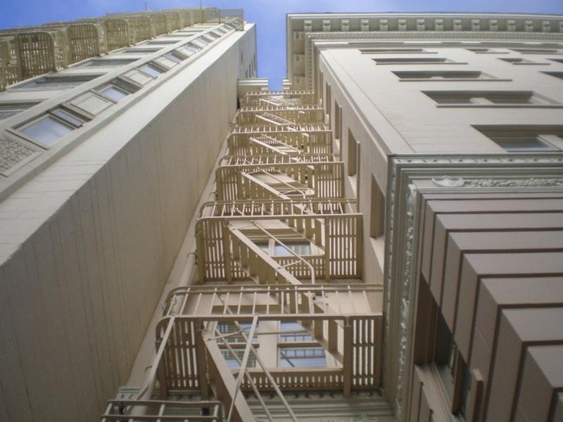 Tiêu chuẩn thang thoát hiểm nhà cao tầng chi tiết, đầy đủ nhất